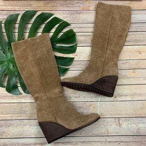 Splendid beige suede round toe zip up wedge boots